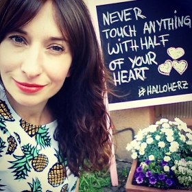 Hallo Montag  Hallo Herz  HALLO ANANAS SHIRTWE LOVE  @_poppy_lux#halloherz #berlin #kastanienallee #ootd #poppylux #ananas #shirt #love #summer #flowers #liebe #omg #herzchenindenaugen