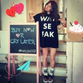 BACK IN STOCK BABY! WAT SE FAK SHIRTS VON @jute_beutel  #halloherz #berlin #kastanienallee #jutebeutel #watsefak #ootd #wowzy #buynoworcrylater #isso #omg #love