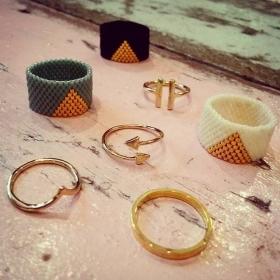 Wir können uns kaum entscheiden und würden am liebsten an jedem Finger einen Ring tragen!  HALLO HERZ liebt @klimbimbarcelona und INA DASSEL #halloherz #berlin #kastanienallee #klimbimbarcelona #inadassel #ring #gold #pearls #jewelry #handmade #love #herzchenindenaugen #liebe