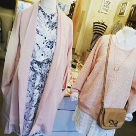 WIR  ROSA !!! @_poppy_lux @softrebels @sugarhillboutique @numph_dk @pepaloves @klimbimbarcelona @jute_beutel #halloherz #berlin #kastanienallee #poppylux #coat #softrebels #dress #flamingo #sugarhill #sweater #nümph #blouse #klimbimbarcelona #jewellery #gold #handmade #bag #pepaloves #jutebeutel #interior #print #lifelovefriends #behappy #ootd #love #omg #liebe