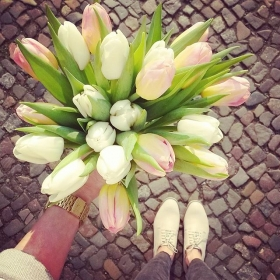 FRIDAY IS HIGHDAY #ootd @vagabondshoes #halloherz #berlin #kastanienallee #vagabond #shoes #leather #flowers #tulips #spring #sun #2016 #friday #happyweekend #fridayishighday #love #herzchenindenaugen #liebe