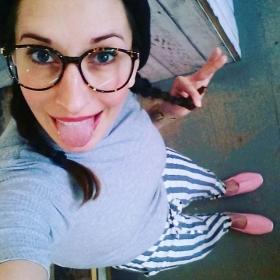 Aaaaawwwww… Endlich ist sie da: DIE neue LIEBLINGSHOSE von @numph_dk  Shirt: @wearembym Espandrilles: @jute_laune Mütze: @esperandohamburg #halloherz #berlin #kastanienallee #nümph #pants #stripes #mbym #shirt #turtleneck #jutelaune #pink #espandrilles #esperando #wool #lgr #glasses #ootd #spring #love #omg #herzchenindenaugen #liebe #inlove