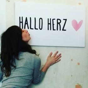 Ick liebe dir! Ick liebe dich! Wie't richtig jeht, dit weeß ick nich. Danke an #thisismiller und #eicie  Shirt: @wearembym #halloherz #berlin #kastanienallee #ickliebedir #shop #love #liebe #logo #thisismiller #design #eicie #digital #stoffdruck #kiss #boom #bang #ootd #shirt #mbym #denmark