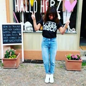 WOCHENENDEEEEEE  I FEEL DISCO  @jute_beutel #halloherz #berlin #kastanienallee #ootd #shirt #jutebeutel #ifeeldisco #jeans #bdg #urbanoutfitters #adidas #stansmith #sneakers #love #omg