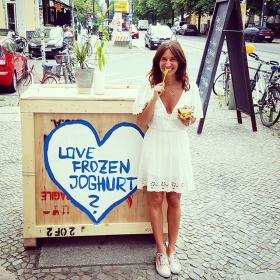 Love frozen yoghurt? YESSSS!!!  Love the @official_minkpink dress? DEFINITELY!!!  #ootd @minkpink_de @a_game_berlin @klimbimbarcelona @vansgirls @vans  @ludorista #halloherz #berlin #kastanienallee #dress #minkpink #necklace #gold #klimbimbarcelona #vans #metallic #frozenyoghurt #ludorista #cafespitzer #summer #iceicebaby #foodporn #love #liebe #omg #herz