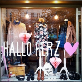 An kalten und grauen Montagen braucht jeder ein bisschen Herz #halloherz #berlin #kastanienallee #fashion #style #ootd #instagood #instafashion #shopping #hello #heart #love #minkpink #dress #mbym #sugarhill #coat #nümph #jutebeutel #cutebutpsycho #vagabond #leather #boots #appleofeden #golg #bling #klimbimbarcelona #liebe