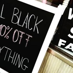 BLACK FRIDAY DIES DAS  10% auf EVERYTHiiiiiNG!!! Und alle so: YEEEAAAHHH #halloherz #kastanienallee #berlin #berlinstagram #black #friday #blackfriday #sale #blackfridaysale #picoftheday #undallesoyeah #happy #weekend #instagood #jutebeutel #watsefak #wtf #love #style #fashion