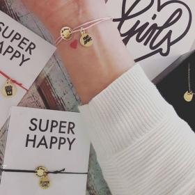"""""""Wenn jemand fragt, wofür du stehst, sag für Amore!"""" MORE AMORE  Giiiiiirls, das Kölner Label @allaboutarticus hat sich mit seinen Armbändern, Ketten und iPhone Cases so voll amore-mäßig in unser kleines Herzchen geschossen!  Willkommen im SUPER HAPPY Club #halloherz #berlin #kastanienallee #allaboutarticus #cologne #handmade #jewelry #gold #silver #wish #bracelet #super #happy #girl #supergirl #girlpower #pommes #liebe #cat #kitty #necklace #meow #style #fashion #shopping #love #mbym #pullover #knit #insta"""