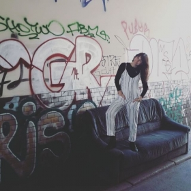 """You can't have both feet on the ground and kick ass at the same time!""  Jumpsuit von @official_minkpink @minkpink_de  #halloherz #berlin #kastanienallee #minkpink #jumpsuit #stripes #pantsuit #blackandwhite #kickass #jump #boomerang #graffiti #kreuzberg #streetart #streetstyle #urbanart #fashion #style #fashionlover #shopping #insta #happy #love #ootd #picoftheday"