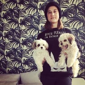 LE GANG  Bitch please! WE ARE BATMAN  Sweater von @jute_beutel #halloherz #berlin #kastanienallee #jutebeutel #bitchplease #gang #dogs #dogsofinsta #dogstagram #cutedogs #girl #fritzimpyjama #hotel #hamburg #love #picoftheday #ootd #shopping #fashion #style #fashionlover #insta #happy #palm #wallpaper