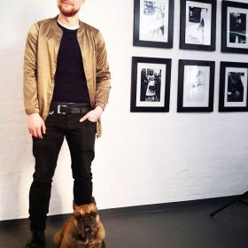 Gender in Fashion is Dead  Boy-Crush des Tages: @stas_kolbass in unserer Lieblings-Jacke von @softrebels und seiner coolsten Französischen Bulldogge Berlins: BOND  WE LOVE #halloherz #berlin #kastanienallee #ootd #softrebels #bomberjacket #genderbending #unisex #frenchbulldog #dog #doglove #dogsofinsta #dogstagram #picoftheday #style #fashion #shopping #fashionlover #boy #crush #love #insta #happy