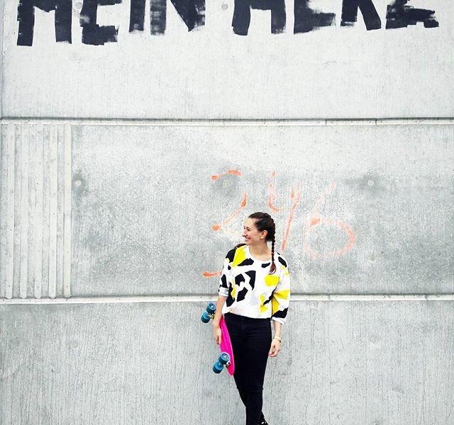 MEIN HERZ gehört nur dir, du wunderschönes @numph_dk Shirt!  Jeans @globalfunk Uhr@nixon_europe Schuhe @vans #halloherz #berlin #kastanienallee #ootd #nümph #shirt #globalfunk #skinny #jeans #vans #leo #socks #nixon #timeteller #gold #skateboard #pennyboard #ridge #herz #heart #braids #picoftheday #shopping #fashion #style #fashionlover #insta #happy #love