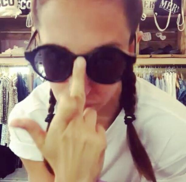 """""""Who's that biiiiiitch?"""" An alle Frauen da draußen: GIRLPOWER AF  GIRL SQUAD Shirt von @wearembym Jeansrock von @globalfunk  """"Get ur freak on"""" @missymisdemeanorelliott @musical.ly #halloherz #berlin #kastanienallee #ootd #mbym #gobalfunk #jeansskirt #braids #boxerbraids #musically #asfuck #missyelliott #geturfreakon #girl #girlpower #girlsquad #girlboss #girlgang #shopping #style #fashion #dance #music #karaoke #videooftheday #love"""