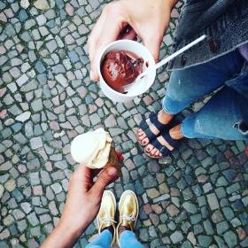 WHOOOOOOPiiiii  @kastanientoertchen hat jetzt auch  am Staaaart! Mein liebstes: CARAMEL BEURRE SALÉ  Morgens, mittags, abends… von EISDERIX aus Rixdorf #halloherz #berlin #kastanienallee #shopping #fashion #style #appleofeden #globalfunk #birkenstock #icecream #kastanientörtchen #eisderix #food #summer #love