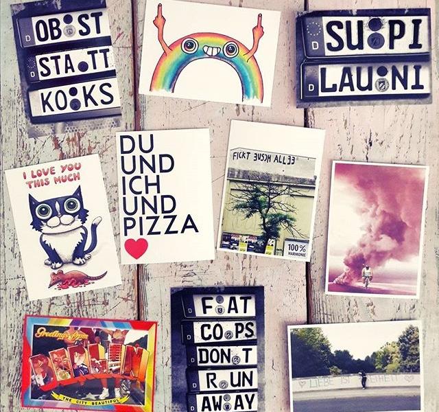 Hallo Herz + @bohei_shop =  #opfermäßigverknallt BESTE Postkarten jetzt bei Hallo Herziiii #halloherz #berlin #kastanienallee #bohei #boheishop #shop #shopping #style #fashion #postcard #souvenirs #rainbow #fuckyou #pizza #oldskool #loveletters #picoftheday #paperworks #art #urbanart #love