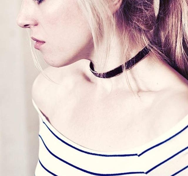 So auf'n Samstag kann man sich schon mal an die Kette legen lassen! IT'S CHOKER TIME  Mit Hand und Liebe gemacht von @viktoriaboldt  Danke @urban_ruths_photography und @alexiavonwismar von dieses sweeeete Pic! #halloherz #berlin #kastanienallee #viktoriaboldt #jewelry #handmade #handmadejewelry #choker #chokerlove #necklace #shop #shopping #style #fashion #ootd #alexiavonwismar #picoftheday #urbanruths #photography #girl #weekend #mood #love