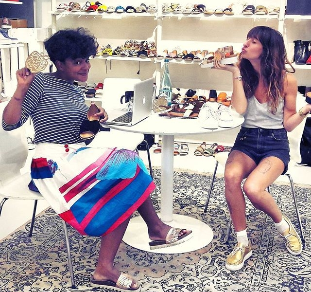 Oh Hi! Ich bin im Schuhhimmel!  Im Schuh äh Showroom bei @thewardrobeberlin  @apple.of.eden Frühling/Sommer 2018 #halloherz #berlin #kastanienallee #thewardrobe #showroom #appleofeden #shoes #leather #sandals #spring #summer #shoelove #shoestagram #shoelover #shoeloveistruelove #socks #nümph #style #fashion #shop #shopping #apple #macbook #mac #girls #kiss #love