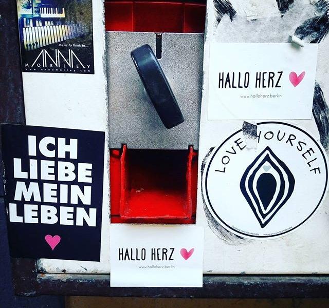 Liebe deine Stadt, liebe dein Herz, liebe dein Leben, LIEBE DICH SELBST!  #halloherz #berlin #kastanienallee #berlinstagram #picoftheday #vulvinchen #ichliebemeinleben #sticker #stickerlove #stickerbomb #art #urban #urbanart #love #life #selflove #heart #herz #happy #friday #weekend #insta #mood #kaugummiautomat #streetart #gumballmachine