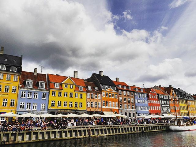 Oh Kopenhagen, ich hab mein Herz bei dir verloren #citycrush  #halloherz #berlin #kastanienallee #copenhagen #city #denmark #nyhavn #harbour #happyweekend #weekend #travel #colourful #travelgram #goplayoutside #colours #clouds #bluesky #sky #streets #picoftheday #insta #mood #love