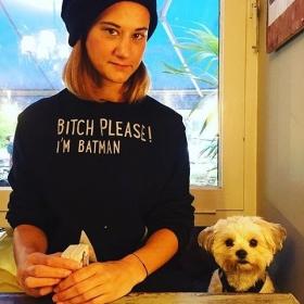 Übertriiiieeeeben verknallt in @love_peace_frida und den Batman-Sweater von @jute_beutel ♀️#halloherz #berlin #kastanienallee #jutebeutel #sweater #bitch #batman #bitchplease #shihtzumalteser #dog #dogsofinsta #doggystyle #doglove #doggy #style #fashion #shopping #shop #ootd #love #liebe #picoftheday
