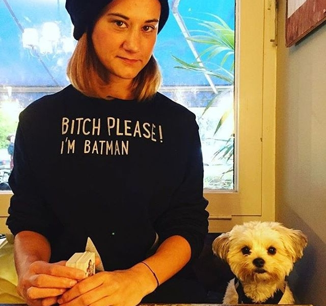 Übertriiiieeeeben verknallt in @love_peace_frida und den Batman-Sweater von @jute_beutel ‍♀️#halloherz #berlin #kastanienallee #jutebeutel #sweater #bitch #batman #bitchplease #shihtzumalteser #dog #dogsofinsta #doggystyle #doglove #doggy #style #fashion #shopping #shop #ootd #love #liebe #picoftheday