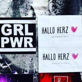 ‍♀️GRL‍♀️PWR‍♀️#halloherz #berlin #kastanienallee #spreadtheword #girlpower #berlincitygirl #stickers #stickerbomb #stickerlove #streetart #urbanart #grlpwr #girl #power #girlgang #picoftheday #style #fashion #shopping #women #love #liebe
