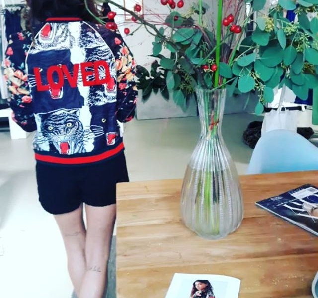 It's all about love, loving and being loved  Sommer 2018  RIESENLIEBE für diese eine meine neue Lieblingsjacke von @softrebels ! #halloherz #berlin #kastanienallee #ootd #softrebels #jacket #embroidered #embroidery #animals #animalprint #tiger #flowers #showroom #summer2018 #summercollection #loved #girlpower #girlboss #boomerang #style #fashion #shopping #girls #fashiongoals #love #liebe