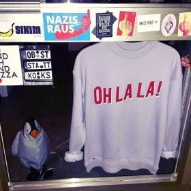 Bouncer  #halloherz #berlin #kastanienallee #mbym #ohlala #stickers #door #stickerbomb #stickerlove #postcard #bohei #roadpoetry #maracooya #darum36 #middlefinger #fucknazis #ichliebemeinleben #tacwrk #penguin #bounce #bouncer #girlpower #girlboss #style #fashion #shopping #girls #fashiongoals #love #liebe