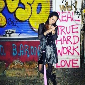 Ey 2018, you better be nice, sonst gibt's Kloppe!  #ootd @official_minkpink @wearembym @bataillonbelette @esperandohamburg @drmartensofficial #halloherz #berlin #kastanienallee #xberg #kreuzberg #minkpink #glitter #mbym #bataillonbelette #esperando #drmartens #baseballbat #girlpower #girlboss #style #fashion #shopping #girls #fashiongoals #love #liebe #grafitti #streetart #urban #urbanart #streets