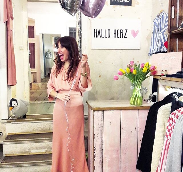 Das neue Kleid von @numph_dk ist: AAAAAAWWWWWW #halloherz #berlin #kastanienallee #ootd #nümph #dress #maxidress #vans #heart #balloon #penguin #flowers #tulips #style #fashion #shopping #girls #fashiongoals #love #liebe #picoftheday