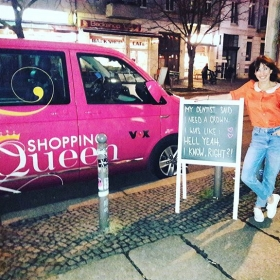 Guess who's in da house?!?! #shoppingqueen #vox #ootd @numph_dk @globalfunk #halloherz #berlin #kastanienallee #nümph #blouse #globalfunk #jeans #girlpower #girlboss #style #fashion #shopping #girls #fashiongoals #love #liebe #picoftheday #tvshow #queen #crown #quotesoftheday #quotes