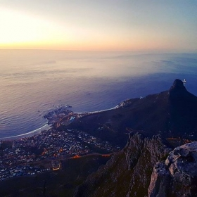 Ach Afrika…  Nachti Kapstadt  #sariunddieweitewelt #halloherz #berlin #kastanienallee #africa #southafrica #capetown #tablemountain #lionshead #campsbay #sundown #night #ocean #heartbeat #mountain #travel #goplayoutside #girlpower #girlboss #fashion #style #shopping #fashiongoals #love #liebe #picoftheday