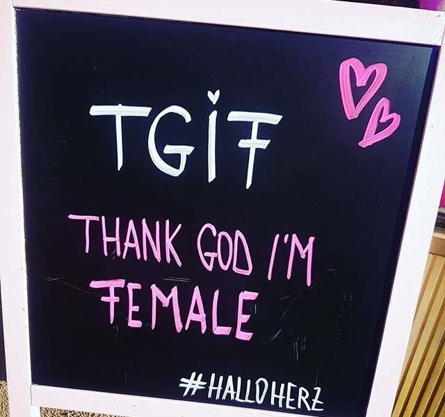HAPPY FRIDAY, LADiES!!! #halloherz #berlin #kastanienallee #girlpower #girlboss #girls #women #female #tgif #friday #happyweekend #fridaymood #mood #weekend #happyfriday #quotes #qotd #chalkboard #style #fashion #shopping #girls #fashiongoals #love #liebe