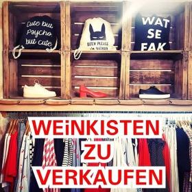 Hi every1  Wir verticken unsere Weinkisten  5 € das Stück  Schreibt uns ne Nachricht  LiiiiiEEEEBEEEE #halloherz #berlin #kastanienallee #interior #wood #winebox #shelf #girlpower #girlboss #style #fashion #shopping #girls #fashiongoals #love #liebe
