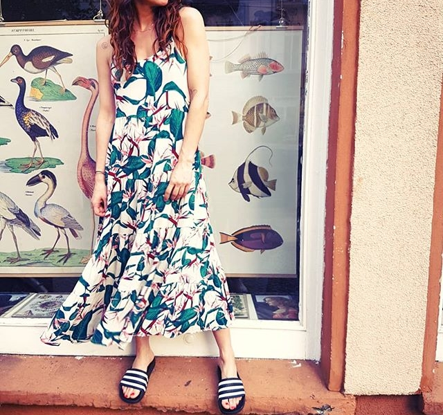 Maxi-Kleid von @softrebels = MAXi-LiEBE  #halloherz #berlin #kastanienallee #softrebels #maxidress #adilette #appleofeden #nümph #sunglasses #girlpower #girlboss #style #fashion #shopping #girls #fashiongoals #love #liebe #women