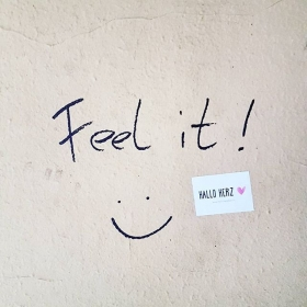 MNDAY MD #feelit #halloherz  #berlin #kastanienallee #sticker #stickerbomb #stickerlove #girlpower #girlboss #style #fashion #shopping #girls #ootd #fashiongoals #love #liebe #lifestyle