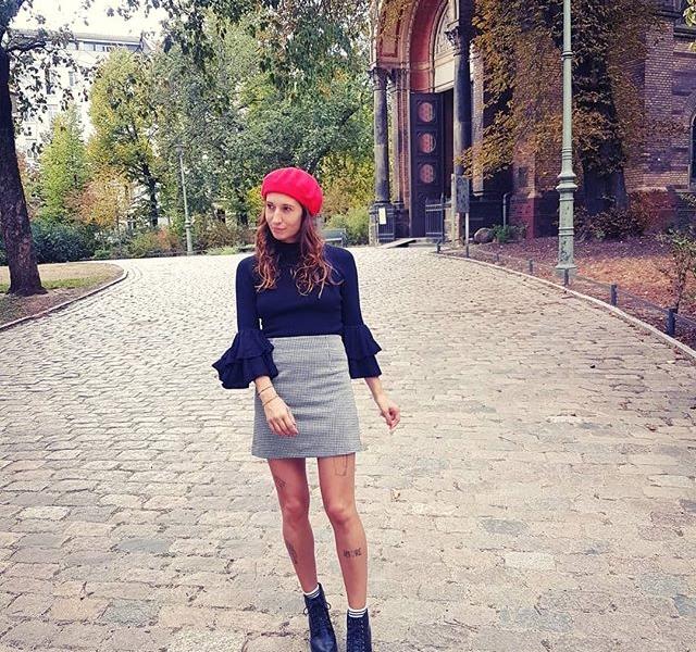 Bonjourchen  Mütze @wearembym Rock + Pullover @official_minkpink Schuhe @vagabondshoemakers #halloherz #berlin #kastanienallee #mbym #hat #minkpink #skirt #ootd #girlpower #girlboss #style #fashion #shopping #girls #fashiongoals #love #liebe #fall #autumn #church